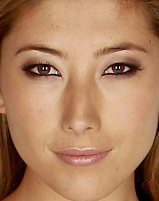 Dichen Lachman eye color