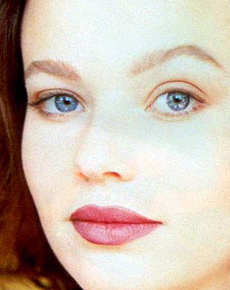 Samantha Mathis's Face