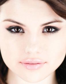 Selena Gomez Eye Color